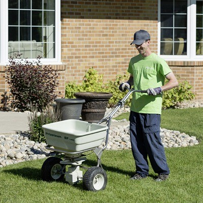 Regina Lawn Fertilizing Services